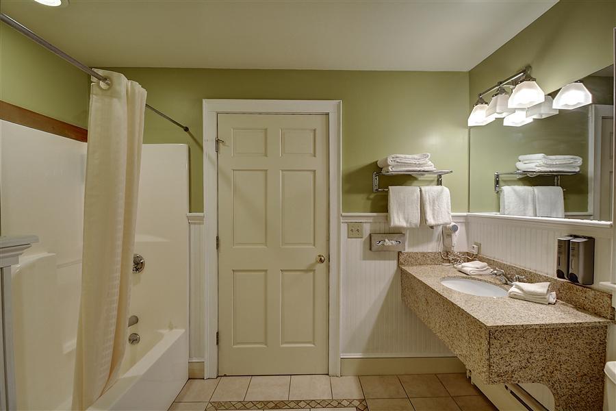 Suite Bath_20160130-14490618.jpg