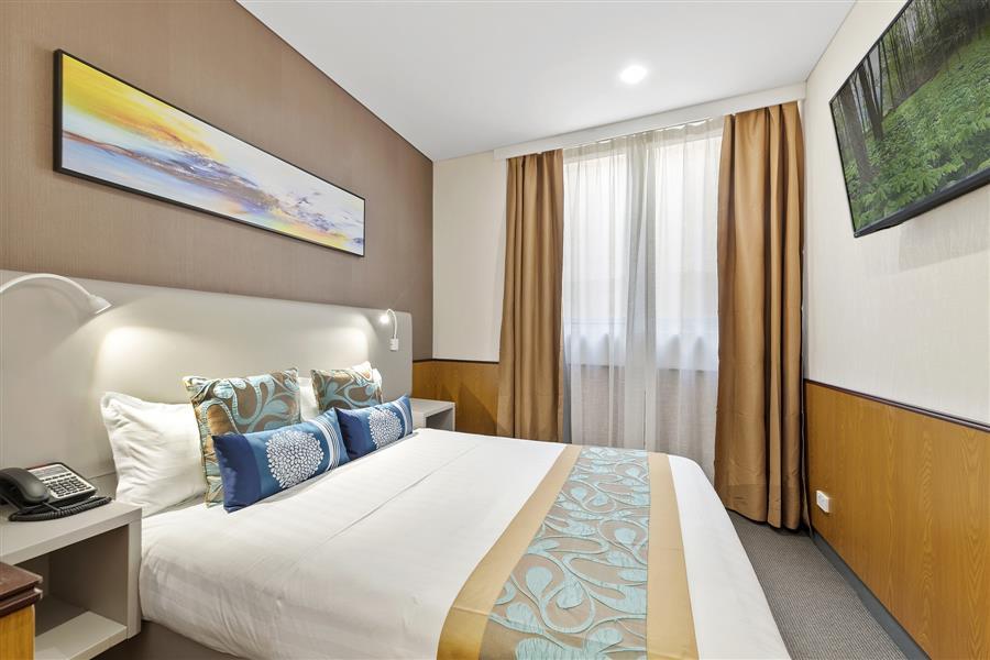 Compact Queen room_20191106-01300390.jpg