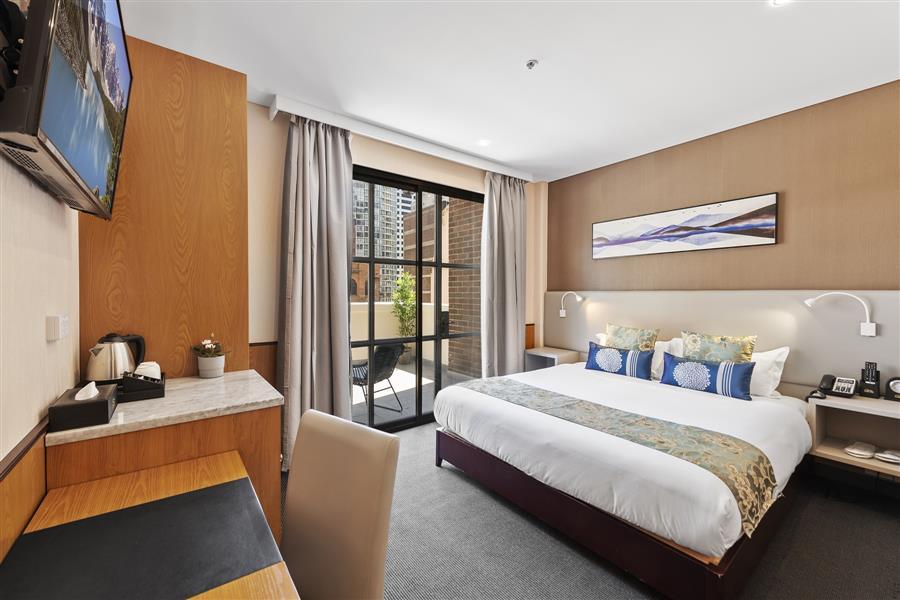 Signature queen room with balcony_20191106-01341533.jpg