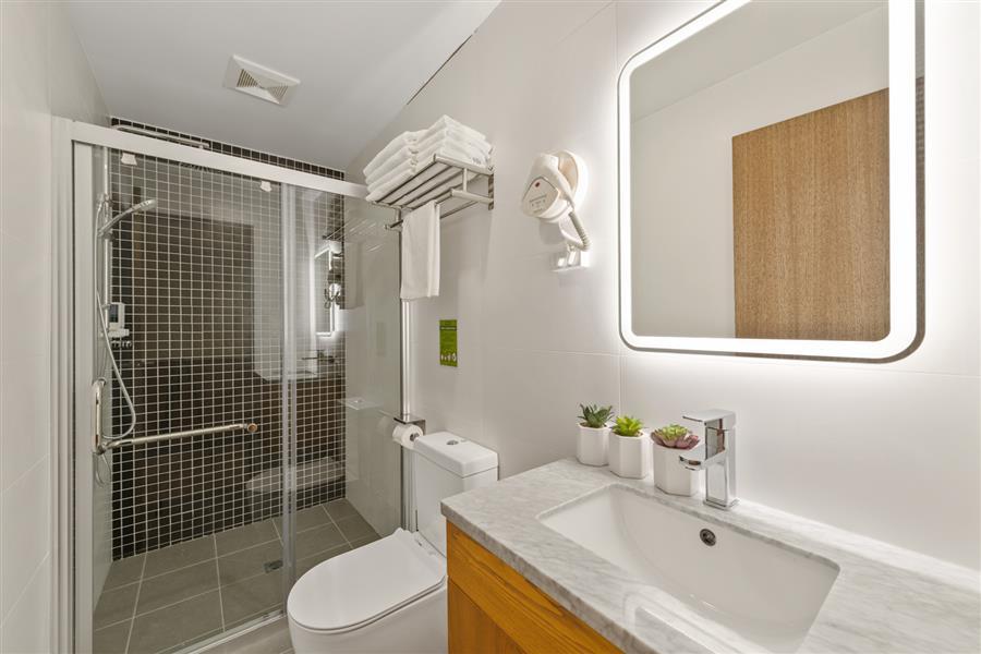 143_York_St_WEB (6 of 26) Bath room_20191106-01370038.jpg