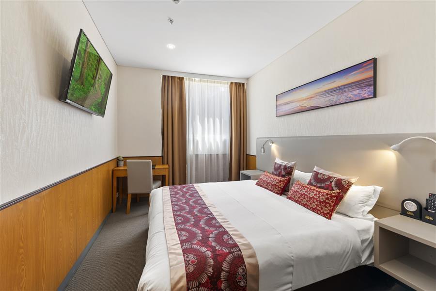 Standard queen room_20191106-01312752.jpg
