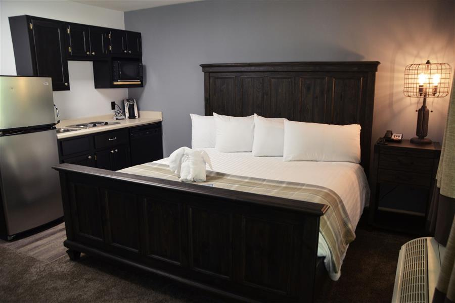 207 bed and kitchen_20180516-11551546.jpg