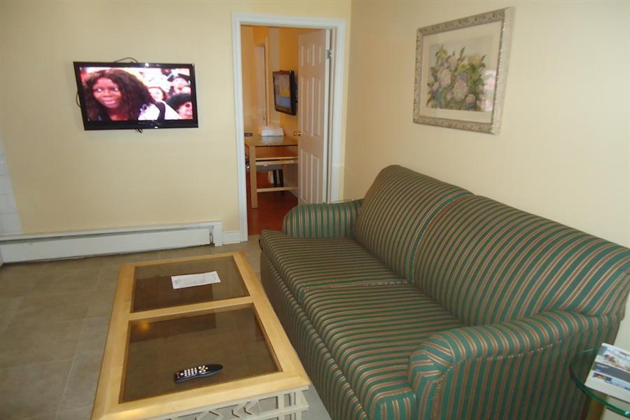 Waterfront One Bedroom Suite - Living Room_20181005-16541900.JPG
