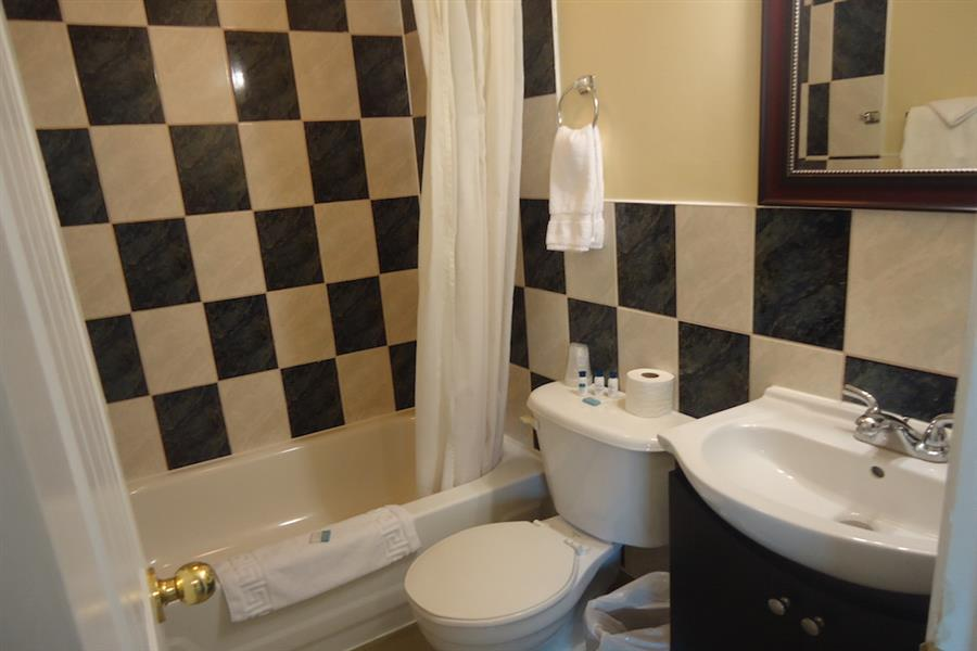 Classic Room - Bathroom_20181005-16434934.JPG