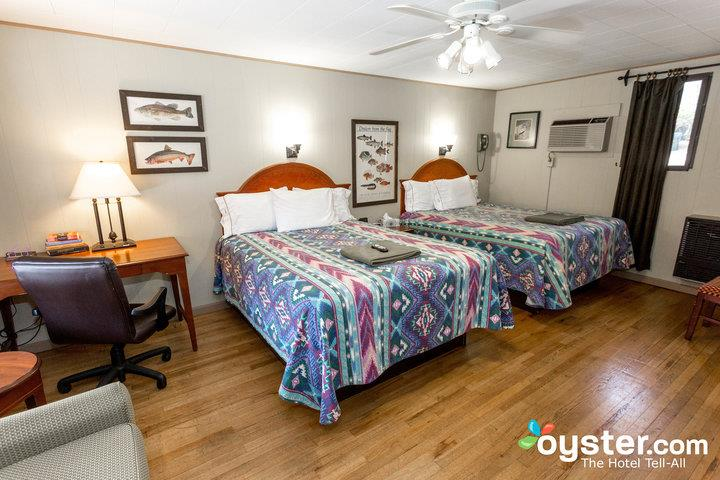 green-room-with-two-queen-beds--v18154223-720_20180228-07323280.jpg