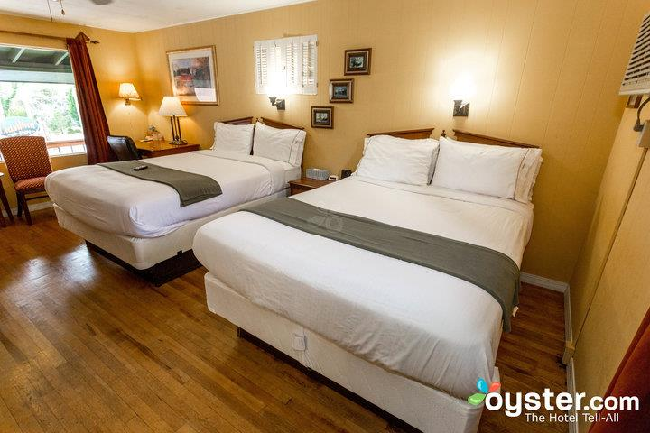 green-room-with-two-queen-beds--v18154223-720_20180228-07323286.jpg