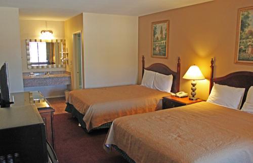 cheap-hotels-anaheim-california_20140817-13231420.JPG
