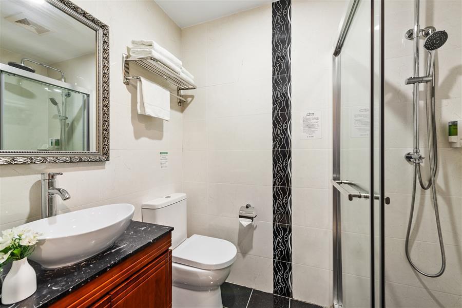 Bathroom_20200916-19262080.jpg