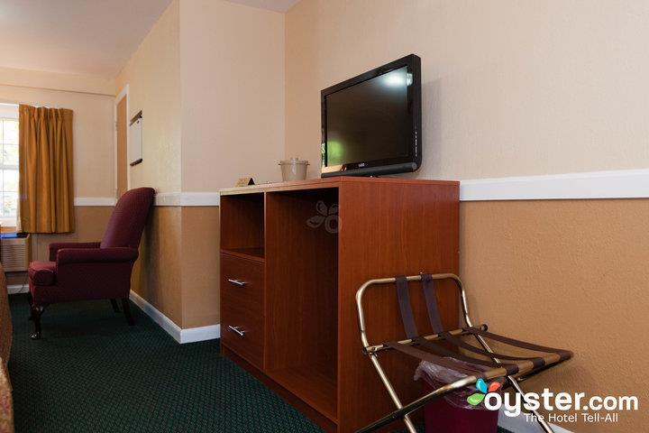 standard-2-queen-bed-larger-unit--v14539974-720_20180522-02321929.jpg