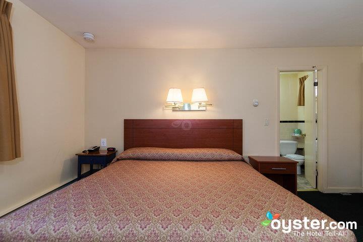 standard-1-king-bed--v14539979-720_20180522-02094959.jpg
