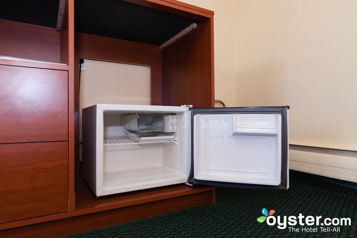 standard-1-king-bed--v14539979-720_20180522-02094965.jpg