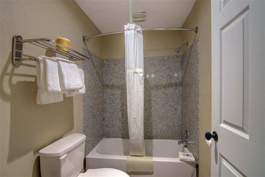 Motel in clinton mo - westbridge inn and suites_20180712-19440697.jpg