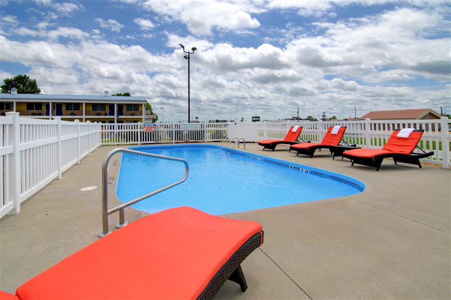 Outdoor pool in clinton mo - Westbridge inn and suites clinton mo_20180712-19430794.jpg